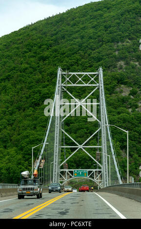 Bear Mountain suspension bridge, New York State, USA Cars inline to pay the toll fee - Stock Photo