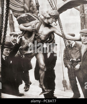 The removal of the statue of Eros from Piccadilly Circus to Embankment Gardens in 1925 during the reconstruction of Piccadilly Tube Station.  From These Tremendous Years, published 1938. - Stock Photo