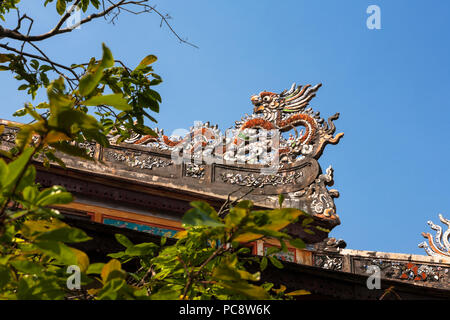 Ornate roof carving of a dragon, Thai Hoa Palace, Imperial City, Hue, Viet Nam - Stock Photo