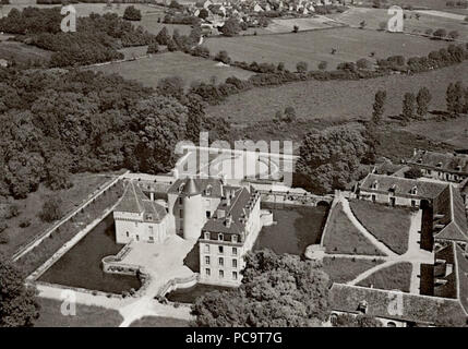 125 Chateau-boussay-aérien-communs - Stock Photo