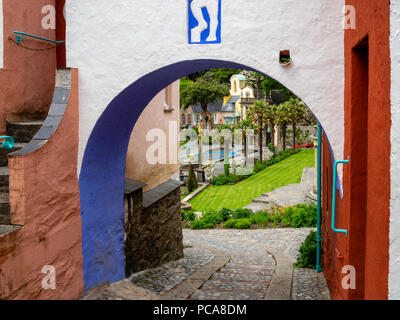 Portmeirion, North Wales, UK. Italianate village archway created by Welsh architect Clough Williams-Ellis, Gwynedd, North Wales. - Stock Photo