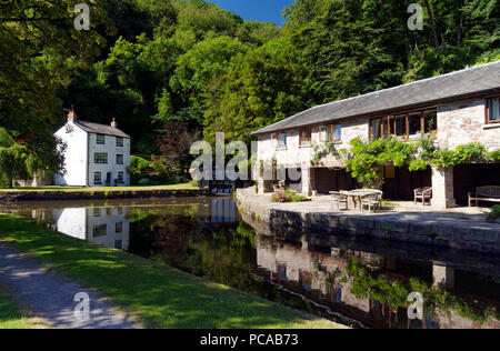 Llanfoist Wharf and boathouse used to store Iron from Hills Ironworks in Blaenavon, Abergavenny & BreconCanal near Abergavenny, Monmouthshire, Wales. - Stock Photo