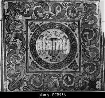148 Cuadro central del mosaico de la habitación 5 - Stock Photo