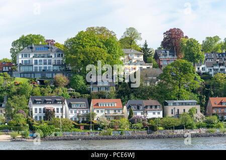 Häuser an der Elbe in Övelgönne, Hamburg, Deutschland - Stock Photo