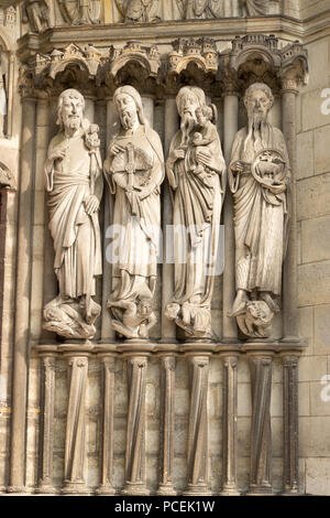 Old testament jamb relief sculptures, central portal, Laon cathedral, France, Europe - Stock Photo