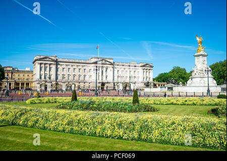 LONDON - MAY 14, 2018: View across flower beds in front of Buckingham Palace. - Stock Photo