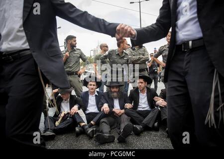 Jerusalem. 2nd Aug, 2018. Ultra-Orthodox Jews protest against the annual Jerusalem gay pride parade in Jerusalem, on Aug. 2, 2018. Credit: JINI/Xinhua/Alamy Live News - Stock Photo