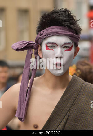 Edinburgh, UK. 2nd August, 2018. Street entertainers and actors entertain the public and advertise their shows in Edinburgh's High street at the start of the Festival Fringe season. Credit: George Philip/Alamy Live News - Stock Photo