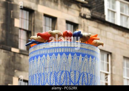 Edinburgh, UK. 2nd August, 2018, colourful plastic pigeons look on in Edinburgh's High Street at the start of the Festival Fringe season. Credit: George Philip/Alamy Live News - Stock Photo