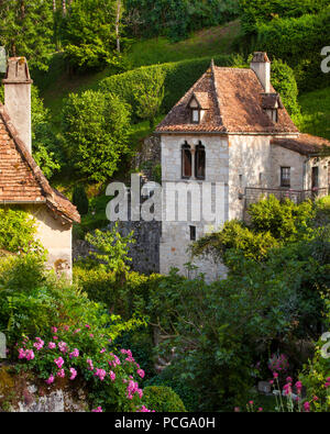 Homes and flower gardens in Saint-Cirq-Lapopie, Lot Valley, Midi-Pyreness France - Stock Photo