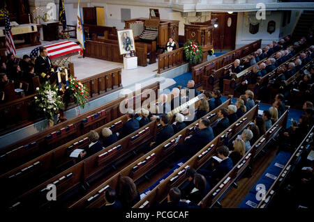 Chairman of the Joint Chiefs of Staff, Adm. Mike Mullen, eulogies Adm. William J. Crowe, 11th chairman of the Joint Chiefs of Staff, during the memorial service for Crowe, who died Oct. 18 at the age of 82. - Stock Photo