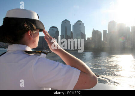 River, N.Y. (Sept. 11, 2006) - Lt. j.g. Heather Twiggs stationed aboard the amphibious transport dock ship USS San Antonio (LPD 17) renders a salute to the city of New York as the ship passes Ground Zero in New York City. San Antonio and her crew are in New York to commemorate those who lost their lives, five years ago during the Sept. 11, 2001 terrorist attacks on New York, the Pentagon and Shanksville, Pa. U.S. Navy - Stock Photo