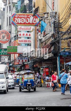 Bangkok, Thailand - 28th November 2014. Busy Yaowarat road in Chinatown. This is the main shopping street. - Stock Photo