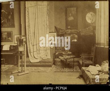 John Singer Sargent (1856-1925) in his workshop, c. 1890. - Stock Photo