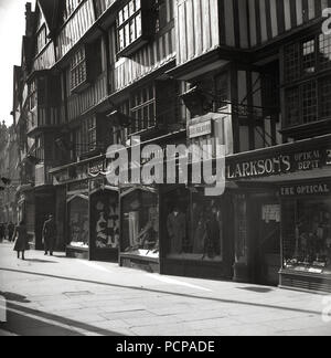 1960s, ancient overhanging timber-framed Tudor building and store fronts at Staple Inn, High Holborn, London, England, UK. Built in 1585, amazingly it survived the great fire of london and serious bombing in ww2. - Stock Photo