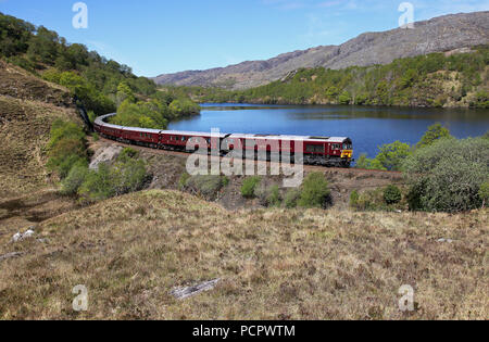 66746 passes Loch Dubh as it heads back to Fort William with the Royal Scotsman. - Stock Photo