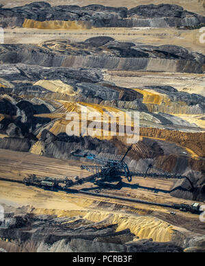 Brown coal, brown coal mine construction Inden bei Jülich, bucket wheel excavator, brown coal excavator, coal mining, Inden, Lower Rhine Brown coal, North Rhine-Westphalia, Germany - Stock Photo