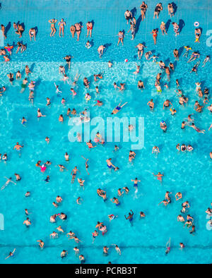 Grugabad Essen, outdoor pool on the hottest day in spring 2015, Essen, Ruhr area, North Rhine-Westphalia, Germany - Stock Photo