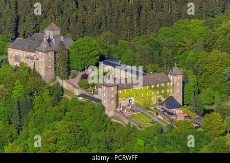 Burghotel Schnellenberg (hotel), Schnellenberg castle, aerial view of Attendorn - Stock Photo