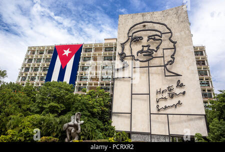 Ernesto Che Guevara as an art installation and propaganda artwork on a house wall at the Revolution Square, House Wall of the interior ministry, La Habana, Havana, La Habana, Cuba, Cuba - Stock Photo