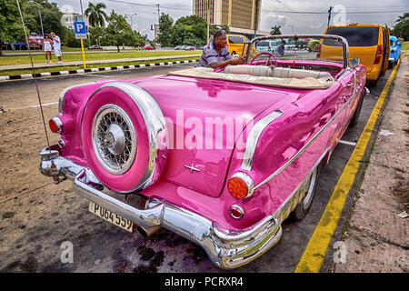 pink convertible taxi, cabriolet, vintage cars in the street scene, old American road cruisers on the streets of Havana, taxi, La Habana, Havana, La Habana, Cuba, Cuba - Stock Photo