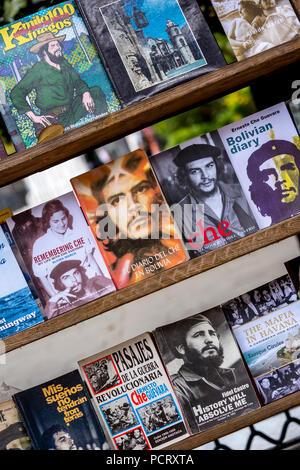 Antique shop, used books about Ernesto Che Guevara and Fidel Castro at the flea market in the streets of Old Havana, La Habana, Cuba, Caribbean, Central America, La Habana, Cuba - Stock Photo