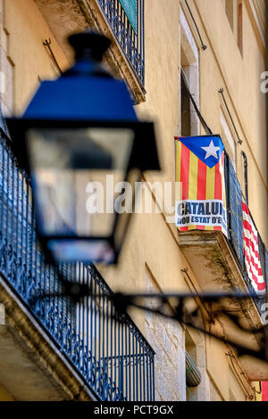 Street light with Catalan national colours, alleys in the historic centre of Girona, Catalonia, Spain - Stock Photo