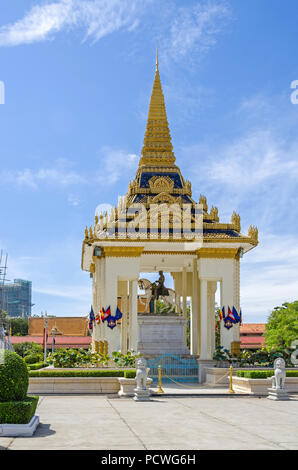 Statue of King Norodom sits on a white horse to the east of the main building or the vihear of the Silver Pagoda inside the Royal Palace in Phnom Penh - Stock Photo