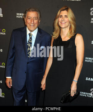 NEW YORK, NY - SEPTEMBER 17: Tony Bennett, Susan Crow attends Samsung Hope For Children Gala 2015 at Hammerstein Ballroom on September 17, 2015 in New York City.  People:  Tony Bennett, Susan Crow - Stock Photo