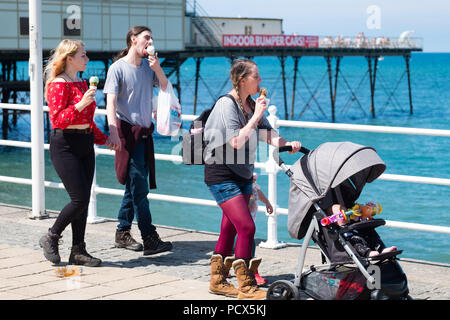 Aberystwyth Wales UK, Saturday 04  August 2018  UK Weather: People head to the seaside in Aberystwyth on a bright, warm and sunny Saturday  The UK wide heatwave continues, with  temperatures in excess of 30ºc predicted for the south and east of the country  Photo credit: Keith Morris/Alamy Live News - Stock Photo