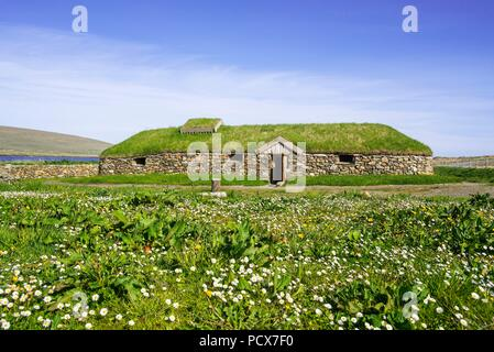 10 June 2018, United Kingdom, Unst: A replica of a Norse Viking longhouse stands at Brookpoint on the Scottish Shetland Islands.- NO WIRE SERVICE - Photo: Philippe Clément//dpa - Stock Photo