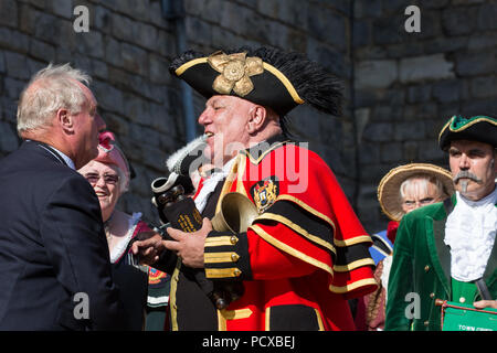 Windsor, UK. 4th August, 2018. David Hinde, Town Crier of Helmsley, receives the 3rd place award from Admiral Sir James Francis Perowne KBE, Constable and Governor of Windsor Castle, at the Ancient and Honourable Guild of Town Criers (AHGTC) National Championship. Forty criers from around the UK and two from Australia competed in two rounds of crying, the first a home cry scored on diction, inflection, clarity and volume and the second a cry on the topic of 'A Celebration'. Credit: Mark Kerrison/Alamy Live News - Stock Photo