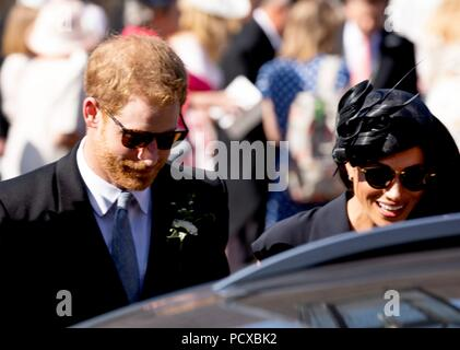 Frensham, UK, 4 Aug 2018. Prince Harry and Meghan, Duke and Duchess of Sussex leave at the Saint Mary The Virgin in Frensham, on August 04, 2018, after attending the Wedding of Charlie Van Straubenzee and Daisy Jenks Photo : Albert Nieboer/ Netherlands OUT/Point de Vue OUT | - Stock Photo