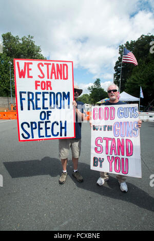 Fairfax,VA August 4 2018, USA: Pro gun supporters attend the NRA protest in Va. Demonstrators on both sides of the gun control issue rally at the National headquarters of the National Rifle Association (NRA) in Fairfax, VA.  Dubbed  'The March on the NRA' protestors line the streets in fron the of headquarters.  DC.  Patsy Lynch/Alamy - Stock Photo