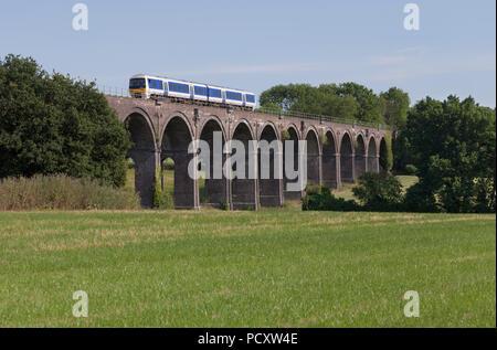 A Chiltern Railways class 165 turbo train crossing Saunderton Viaduct (south of Banbury) - Stock Photo