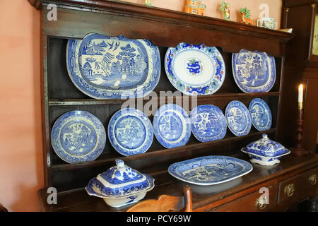 Welsh dresser holding willow pattern plates - John Gollop - Stock Photo