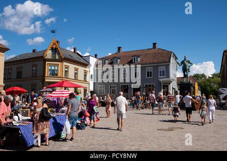 Busy outdoor weekend flea market stalls in old town Torvet Square, Gamlebyen, Fredrikstad, Østfold, Norway, Scandinavia - Stock Photo