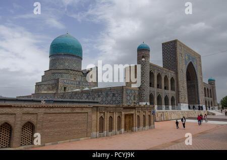 Samarkand, Uzbekistan - April 26, 2015: Madrasah Tilla-Kari on Registan square, Samarkand, Uzbekistan - Stock Photo