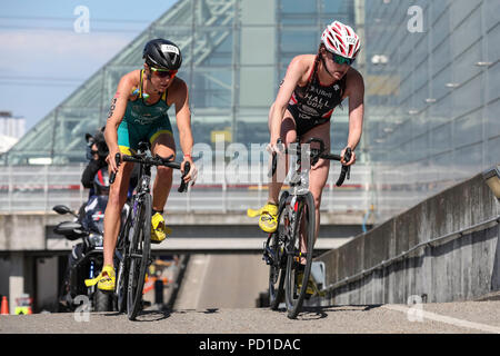 ExCel London, UK, 5th August 2018. Brit Lucy Hall (102, GBR) leading the women's elite bike race. The Men's and Women's Elite races attract a high class field of international athletes. Now in its 22nd year, the AJ Bell London Triathlon is the world's largest triathlon, this year welcoming over 10,000 triathletes and elite racers. Athletes will swim, bike and run around the spectacular route in East London in both sprint and Olympic distance categories. Credit: Imageplotter News and Sports/Alamy Live News Credit: Imageplotter News and Sports/Alamy Live News - Stock Photo