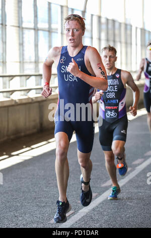 ExCel London, UK, 5th August 2018. Men's elite athlete Darr Smith (USA), who later comes 4th overall. The Men's and Women's Elite races attract a high class field of international athletes. Now in its 22nd year, the AJ Bell London Triathlon is the world's largest triathlon, this year welcoming over 10,000 triathletes and elite racers. Athletes will swim, bike and run around the spectacular route in East London in both sprint and Olympic distance categories. Credit: Imageplotter News and Sports/Alamy Live News Credit: Imageplotter News and Sports/Alamy Live News - Stock Photo