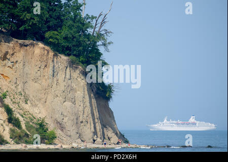 MS Astor cruise ship and cliff in Gdynia Orlowo, Poland. August 1st 2018 © Wojciech Strozyk / Alamy Stock Photo - Stock Photo