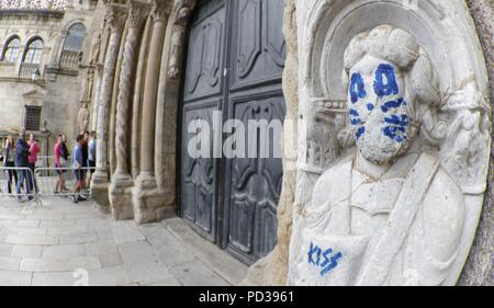 Santiago De Compostela, Spain. 06th Aug, 2018. View of the graffiti drawn on one of the figures of the Cathedral in Santiago de Compostela, Galicia, Spain, 06 August 2018. The graffiti was drawn on one of the figures emulating one of the members of the US band Kiss. Credit: Lavandeira Jr/EFE/Alamy Live News - Stock Photo