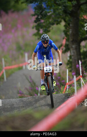 Glasgow, UK. 6th August 2018. Glasgow    August  06 2018; Cyclist explore the track ahead of the European Championship MTB event at Cathkin Braes.     credit steven scott taylor / alamy live news - Stock Photo