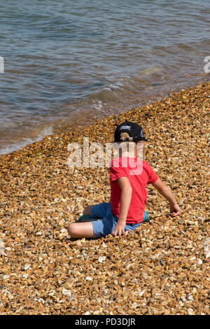 Cowes, UK. 6th August 2018. The high tempertatures continue and people make the most of the hot suuny weather at Cowes week on the isle of wight. People out in the sunshine watching the sailing yacht races and spending time together on the beach in the hot August sunshine. Credit: Steve Hawkins Photography/Alamy Live News - Stock Photo