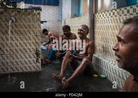 Men washing in a public bathing spot, Kolkata, India - Stock Photo