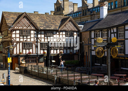 Shambles Square in Manchester. Home of Sinclairs Oyster Bar and The Old Wellington Inn - Stock Photo