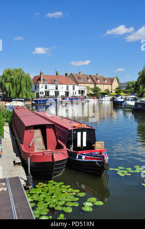 Narrow boats on the Great Ouse River with the Cutter Inn to the rear, Ely, Cambridgeshire, England, UK - Stock Photo