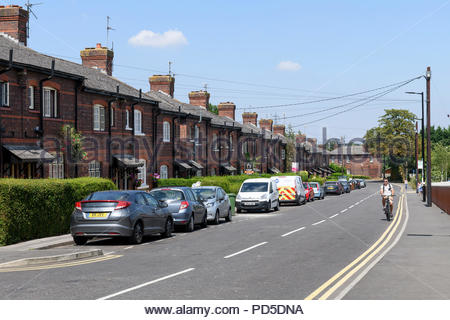 Terraced housing in Station Road, Didcot, Berkshire, England, UK - Stock Photo