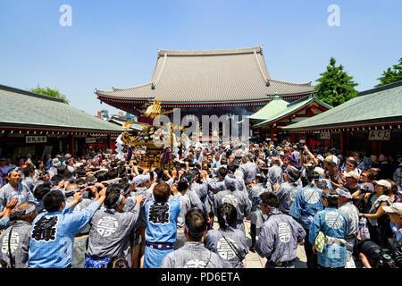 Japan, Honshu island, Kanto, Tokyo, the Sanja matsuri. - Stock Photo