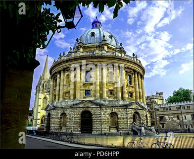 Wide day view of Radcliffe Square & Camera, with Brasenose College and Spire of the University Church of St Mary the Virgin. - Stock Photo